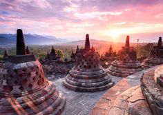 Are you looking for things to do in Yogyakarta Indonesia? Here are 24 ideas including Mount Merapi and Borobudur, plus what to eat and what to do at night! Mount Merapi, How To Make Purses, Borobudur, Strange Photos, Machu Picchu, Angkor, Pilgrimage, World Heritage Sites, Asia Travel