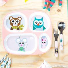 Set de plato y cubiertos infantiles de color rosa, con cuatro compartimentos con divertidos animalitos #baby #things #plate #mrwonderfulshop