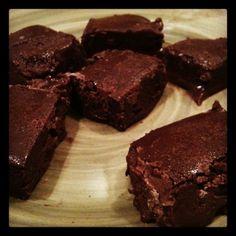 Milky Cocoa Delight - Sugar-free, dairy free, milk chocolate recipe (also Phase 3 hCG friendly) Hcg Recipes, Fudge Recipes, Diabetic Recipes, Chocolate Recipes, Dessert Recipes, Dessert Ideas, Gluten Free Treats, Healthy Treats, Desert Recipes