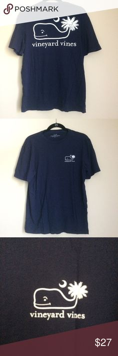Vineyard Vines South Carolina Palmetto Tshirt Excellent used condition Tee! Men's, but could be worn by a woman too! Great for any occasion, no flaws or stains. Purchased at a VV outlet. Vineyard Vines Shirts Tees - Short Sleeve