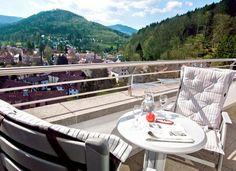 Passez avec ce deal de vacances à deux un beau séjour en Forêt-Noire avec nuitées à l'hôtel 4 étoiles Hotel Schwarzwald Panorama. Le prix à partir de 355.- comprend la demi-pension, un souper composé de 3 plats et l'entrée à l'espace bien-être.  Réserve ici ton deal de vacances: http://www.besoin-de-vacances.ch/sejour-de-detente-foret-noire-2-a-355/