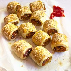 Mushroom and Pumpkin Sausage Rolls // Leah Itsines Vegan Sausage Rolls, Homemade Sausage Rolls, Veggie Sausage, Nibbles Ideas, Nibbles For Party, Savory Pastry, Puff Pastry Recipes, Vegetable Recipes, Vegetarian Recipes