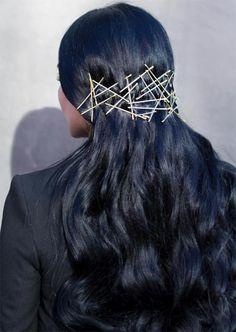 Creative exposed bobby pin hairstyles ideas penteados com grampos, franja p Bobby Pin Hairstyles, Messy Bun Hairstyles, Fringe Hairstyles, Headband Hairstyles, Trendy Hairstyles, Beach Hairstyles, Men's Hairstyle, Hairstyles Haircuts, Hair Scarf Styles
