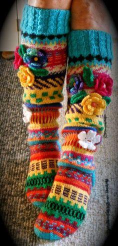 Crochet Slipper Boots, Crochet Slippers, Scrap Yarn Crochet, Knit Crochet, Knitting Projects, Crochet Projects, Crochet Leg Warmers, Crochet Fashion, Knitting Socks
