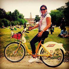Pedalando qua e là... #tbt #milano #beautiful #city #parcosempione #castellosforzesco #bike #riding #goingaround #thursday #afternoon #park #sun #holiday #corpusdomini #free #mind #happiness #fun #urbanphotography #milanocity #instalike #instamoment #milanodavedere #igersmilano #bellamilano by saravaltolina
