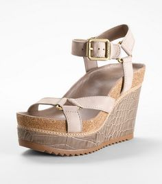 These Tory Burch wedges look comfy! Crazy Shoes, Me Too Shoes, Types Of Heels, Stylish Eve, Classy And Fabulous, Summer Shoes, Comfortable Shoes, Crocs, Wedge Sandals