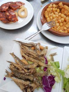 Bonnes adresses à Séville Tapas, Seville, Spain Travel, Malaga, Beef, Restaurant, Chicken, Solitude, Europe