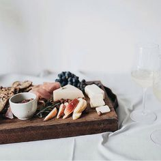 Great winter #lunchdate! Cheeseboard with sliced apple, fig, Pecorino and assorted salamis  with a rye sourdough. #jerf #realfood #healthyanddeliciousfood #nourishingfood