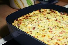Herrgårdskyckling recept (Swedish)/ 4 chicken fillets 100 g smoked ham 4 dl cream fraiche 1 dl chopped parsley 2 tsp French mustard About 150 g of grated cheese Translate from Swedish Snack Recipes, Cooking Recipes, Healthy Recipes, Snacks, Food Porn, Zeina, Swedish Recipes, Food Inspiration, Love Food