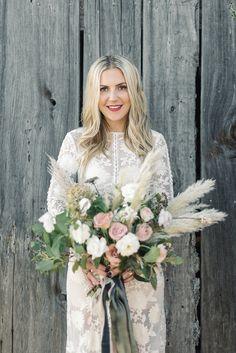 Modern Bohemian Bride with a Coastal Grass Bouquet | Taralynn Lawton Photography | http://heyweddinglady.com/unique-modern-wedding-floral-inspiration/