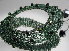 Orecchini anelli verdi con Swarovski neri