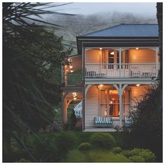 The Annandale Homestead in New Zealand was constructed in 1884 as a hotel by the Hay brothers. Recently Pattersons Architecture spent two...