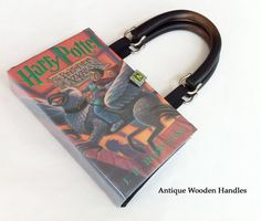 Harry Potter et le prisonnier de Azkaban Book Purse - Harry Potter Book Clutch - Muggles Book Cover Handbag - Purse made from a book Book Clutch, Book Purse, Prisoner Of Azkaban Book, Elastic Ribbon, Book Corners, Small Leather Goods, Holiday Gift Guide, Fangirl, Harry Potter