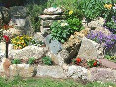 steingarten-anlegen-pflanzen-terrassierte-lage