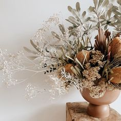 We'd love to be your pick of the bunch! ⠀⠀⠀⠀⠀⠀⠀⠀⠀ You can shop these stunning vases at Hunter Style Studio! All Flowers, Fresh Flowers, Dried Flowers, Beautiful Flowers, Art Floral, Floral Style, Ikebana, Floral Wedding, Wedding Flowers