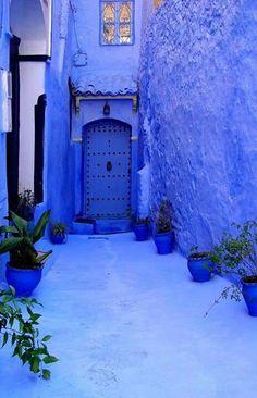super Ideas for blue door morocco entrance Blue City, Moroccan Style, Moroccan Blue, Moroccan Doors, Himmelblau, Blue Aesthetic, My Favorite Color, Shades Of Blue, Entrance