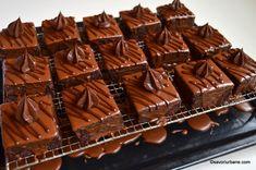 Amandine reteta originala de cofetarie | Savori Urbane Romanian Desserts, Romanian Food, Sweets Recipes, Cake Recipes, Cooking Recipes, Good Food, Yummy Food, Almond Cakes, Beautiful Cakes