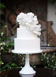 37 Exquisite All-White Wedding Cakes - Wedding cakes - Hochzeitstorte All White Wedding, White Wedding Cakes, Elegant Wedding Cakes, Cool Wedding Cakes, Wedding Cake Designs, Party Wedding, Striped Wedding, White Weddings, Elegant Cakes