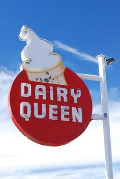 Old Dairy Queen sign in Benson, Arizona I love Dairy Queen Ice Cream. There are so many ice cream parlours with all the tastes. but Dairy Queen Rules! Old Neon Signs, Vintage Neon Signs, Old Signs, Advertising Signs, Vintage Advertisements, Vintage Ads, Vintage Travel, Dairy Queen, Love Dairy