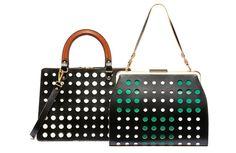 Agora, para o verão 2013, a marca Marni lançou a coleção Bag Polka Dot. Os modelos são feitos em formas rigorosas e bem estruturadas em couro de bezerro com pontos perfurados multi-coloridos.