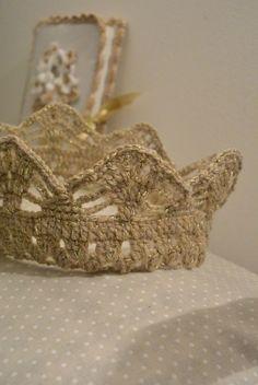 tuto couronne (fil opéra de Cheval blanc doublé avec le sunset argent de phildar et le fil Or chez Cheval blanc crocheté en 2,75 mm)