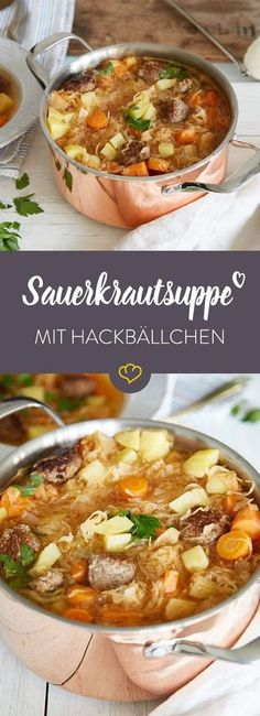 Diese Suppe beinhaltet neben einer Portion Kindheitserinnerungen auch noch allerhand Gemüse, gesundes Sauerkraut und schmackhafte Hackbällchen.