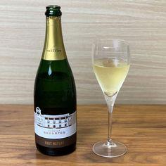 """ワイン専門商社フィラディス直営、Firadis WINE CLUBさんから毎月届く「ソムリエ厳選の """"絶対にハズさないワイン""""」🍷今月はスペイン産の白スパークリングワインが到着🍾✨ #サブスク  #サブスクリプション  #サブスクリプションボックス  #定期便 White Wine, Alcoholic Drinks, Club, Glass, Drinkware, Corning Glass, White Wines, Liquor Drinks, Alcoholic Beverages"""