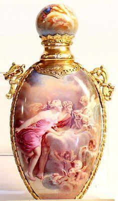 Gold and enamel perfume bottle - Deko - Antique Perfume Bottles, Old Bottles, Vintage Bottles, Glass Perfume Bottles, Perfumes Vintage, Vintage Makeup, Beautiful Perfume, Bottle Art, Antique Glass