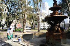 Chafariz da Praça Eufrásio Correia (Av. Sete de Setembro X R. Barão do Rio Branco X R. Lourenço Pinto). Foto: Everson Bressan/SMCS - Álbum - Prefeitura de Curitiba