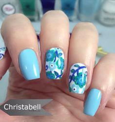 Combining two soothing colors would result in a soothing design. And with this floral design, it'very hard not to simply fall in love with this.