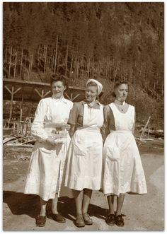 Nurses at Malå infirmary, Nurse Uniforms, Vintage Nurse, Nurses, Wwii, Sweden, Military, History, Couple Photos, Suitcase