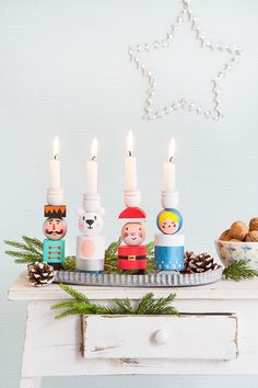 DIY Mix and Match A very special Advent wreath for children made of wooden balls. - The Home Decor Trends Christmas Tree Themes, Christmas Mood, Noel Christmas, Little Christmas, All Things Christmas, Holiday Decor, Advent Wreath, Christmas Crafts, Christmas Ornaments