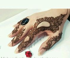 """Find and save images from the """"Mehndi (henna)"""" collection by Sabi on We Heart It, your everyday app to get lost in what you love. Mehndi Designs Finger, Henna Tattoo Designs Simple, Modern Mehndi Designs, Mehndi Design Pictures, Mehndi Designs For Fingers, Beautiful Henna Designs, Latest Mehndi Designs, Mehndi Designs For Hands, Mehandi Designs"""