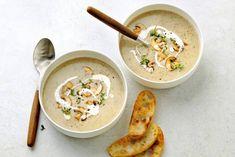 Bak de sneetjes in 8 min. knapperig in de oven op 180 °C. Veggie Recipes, Crockpot Recipes, Soup Recipes, Dinner Recipes, Veggie Food, Sweet Potato Soup, Keto Dinner, High Tea, Food And Drink