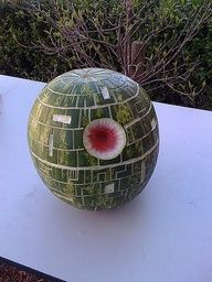 Death Star Watermelon - Star Wars Death Star - Ideas of Star Wars Death Star - The Death Star Watermelon. Two of my favorite things in one (Star Wars & watermelon)! Star Wars Party, Star Wars Birthday, Nerd Party, Star Wars Lego, Star Trek, Lego Star, Starwars, My Sun And Stars, Love Stars