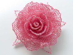 チェリーピンクのキラキラ薔薇ビーズコサージュ