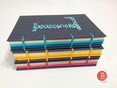Coleção Iniciais, caderno de notas com bordado e costura copta - studio Páprica