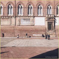 Can't rain all the time... La #PicOfTheDay #turismoer di oggi passeggia sotto un tiepido sole nel primo pomeriggio bolognese  Complimenti e grazie a @francina1983 / Today's PicOfTheDay strolls under a warm sun in the early afternoon of #Bologna city  Congrats and thanks to @francina1983