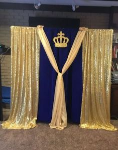DIY Baby Shower Decor Ideas for Boys - Backdrops Blu and gold royal theme DIY Baby Sho Baby Shower Parties, Baby Shower Themes, Baby Boy Shower, Shower Ideas, Shower Party, Shower Favors, Shower Invitations, Royal Theme Party, Prince Party Theme