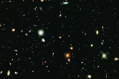 This long-exposure Hubble Space Telescope image of massive galaxy cluster Abell…