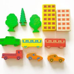 Miniature vintage wooden toy blocks over in my Etsy shop @janefosterdesigns from West Germany - a box with lots of pieces #retrokids #westgermany #vintagewoodentoys #colourfulwoodblocks #woodencars #retrocars #funwithchildren #vintagechildren