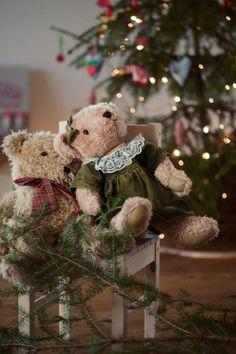 A Teddy Bear Christmas Christmas Teddy Bear, Cozy Christmas, Little Christmas, Country Christmas, All Things Christmas, White Christmas, Christmas Holidays, Christmas Decorations, Xmas