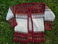 Barbro's Korsnas Sweater-knitted and tapestry crocheted (into the back loop)… Crochet Saco, Crochet Cardigan, Diy Crochet, Crochet Top, Textiles Techniques, How To Start Knitting, Tapestry Crochet, Pullover, Traditional Outfits