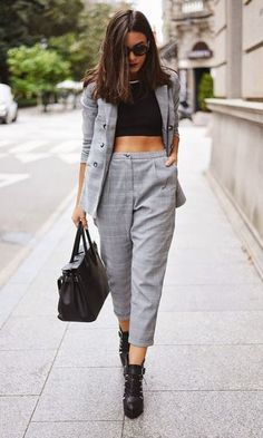 Carla Estévez Marcos is wearing a grid pattern grey suit from Urban Outfitters, boots from Zara, top from Mango and the bag is from Lolita Blu Street Style, Street Chic, Street Wear, Streetwear Mode, Streetwear Fashion, Moda Casual, Casual Chic, Looks Style, Style Me