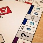An excellent variation of the famous board game Monopoly invented by the studio Make Some Design from Istanbul. The game board is transformed with the sites, start-ups and social networking web. Discover in images in the following section.