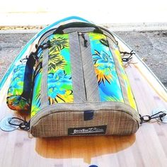 DeckBagZ, the original & only manufacturer of vintage surf style paddle board deck bag. Extremely high quality and style SUP deck bags in many great colors! Made in USA. Stand Up, but Stand Out! Best paddleboard deck bag for your SUP! Sup Stand Up Paddle, Sup Paddle, Best Paddle Boards, Surf Boards, Sup Girl, Sup Accessories, Camping Accessories, Gear Best, The Beach