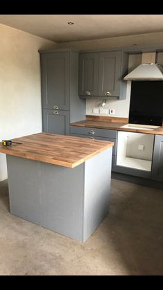 Open Plan Kitchen Living Room, Kitchen Dinning Room, Kitchen Layout, New Kitchen, Kitchen Decor, Kitchen Design, Kitchen Diner Extension, Cottage Kitchens, Kitchen Flooring