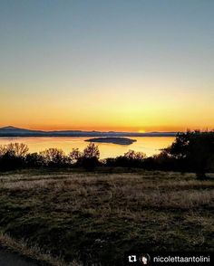 #Repost @nicolettaantolini  #trasimeno #perugia #trasimenolake #lake #panorama #beautifuldestinations #cartolinedalmondo  #landscape_captures #sunsets  #tramonto #nature #sky #hills #travel #travelgram #traveller #igersperugia #igersumbria #igersitalia #igumbria #igitalia #volgoperugia #volgoumbria #volgoitalia #iloveumbria #ig_umbria #ig_worldclub #vivoumbria