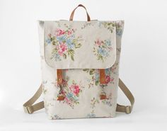 This adorable floral backpack will help you get in the mood for back to school! #etsy #backtoschool #style
