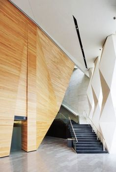 Interaction between columns and ceiling /// Wood facets